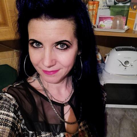 Diána, 40 éves társkereső nő - Ózd