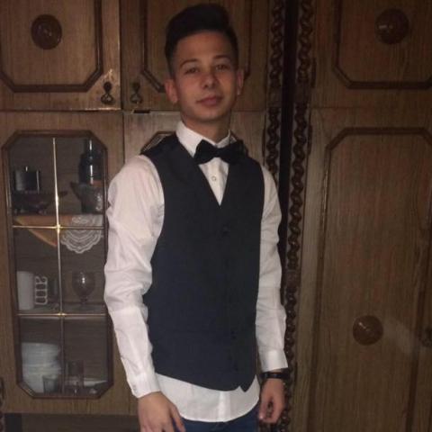 Renátó, 21 éves társkereső férfi - Szendrő