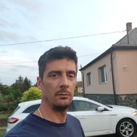 Tomi, 49 éves társkereső férfi - Bátor