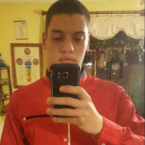 Máté, 20 éves társkereső férfi - Diósjenő