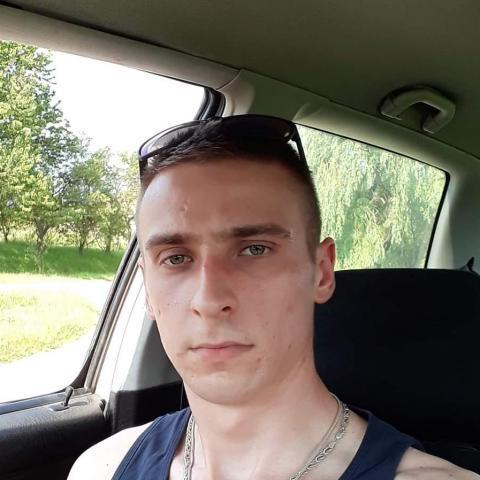 Bence, 24 éves társkereső férfi - Romhány