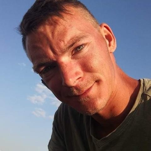 Zsolt, 28 éves társkereső férfi - Szolnok