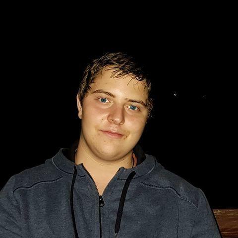 Dániel, 17 éves társkereső férfi - Apc