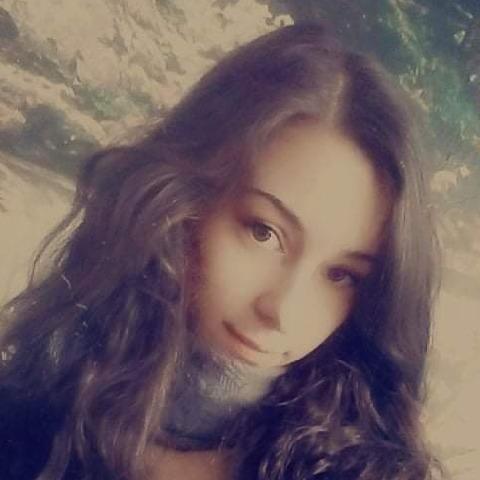 Dorina, 18 éves társkereső nő - Geszteréd