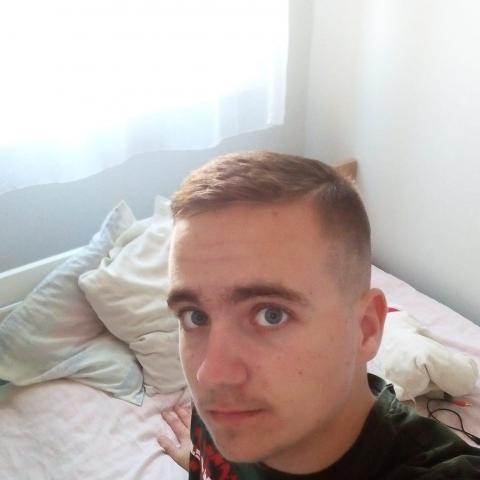 Péter, 19 éves társkereső férfi - Miskolc