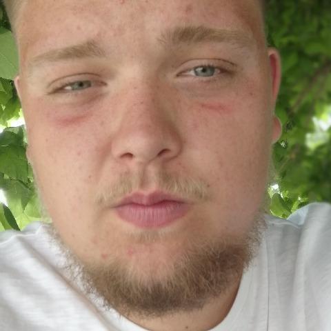 Dániel, 21 éves társkereső férfi - Eger