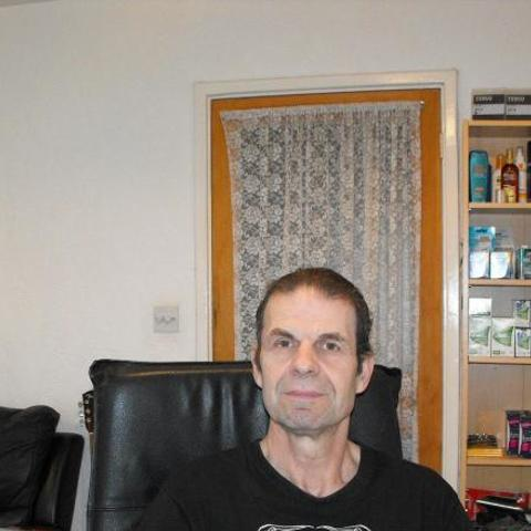 Alex, 61 éves társkereső férfi -
