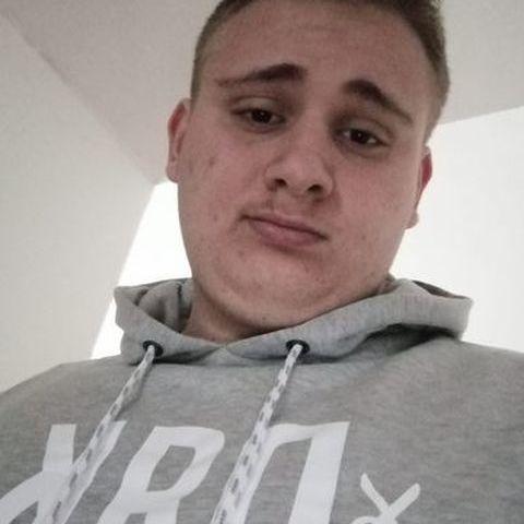 Balázs, 18 éves társkereső férfi - Besnyő