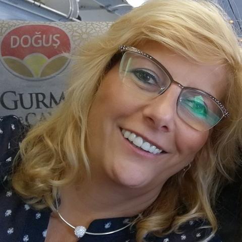 Szilvia, 46 éves társkereső nő - Tatabánya