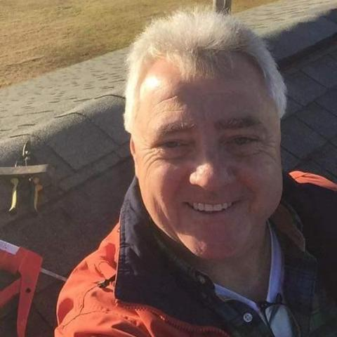 Arpad, 59 éves társkereső férfi -