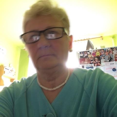 Marcsi, 68 éves társkereső nő -