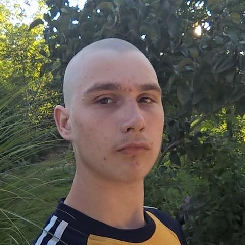 Zoltán, 22 éves társkereső férfi - Pusztaszer