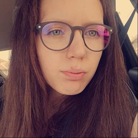 Adrienn, 19 éves társkereső nő - Nagybánhegyes