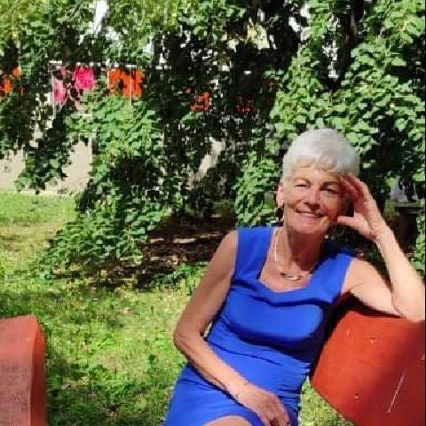 Ágnes, 69 éves társkereső nő - Komló