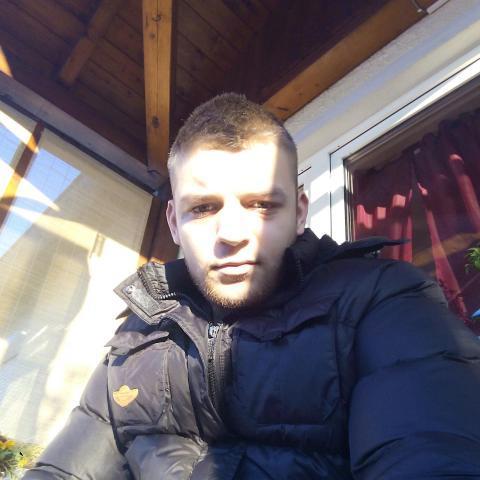 Milán, 24 éves társkereső férfi - Decs