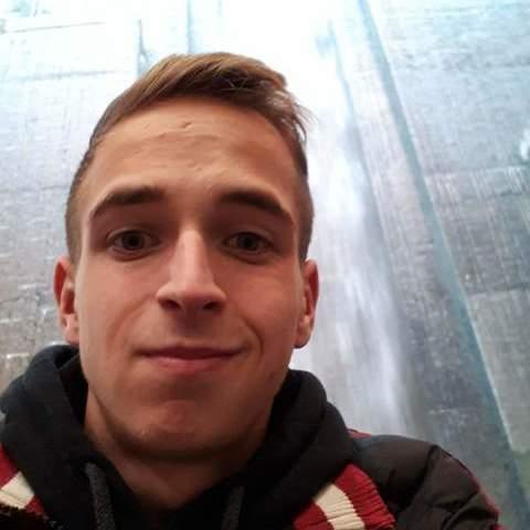 Ádám, 22 éves társkereső férfi - Tárnok