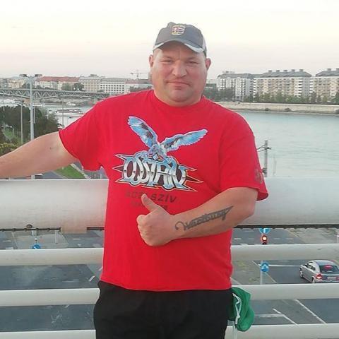 János, 39 éves társkereső férfi - Lippó