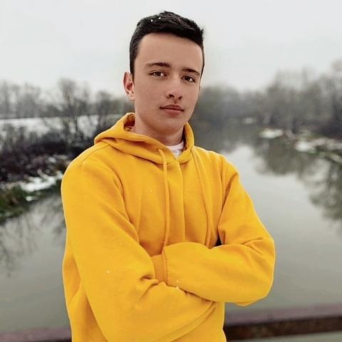 Róbert, 18 éves társkereső férfi - Sonkád
