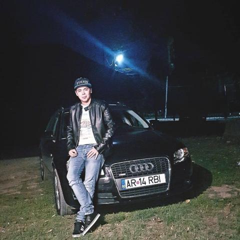 Robi, 24 éves társkereső férfi - Arad