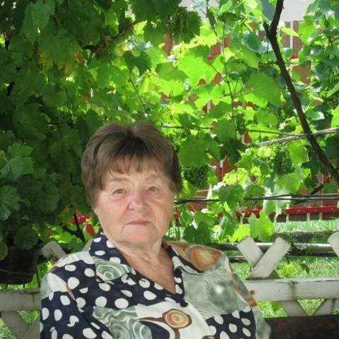 Ilona, 79 éves társkereső nő - Lábatlan