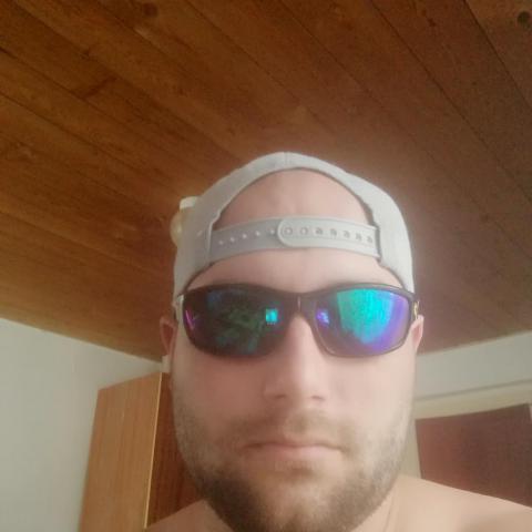József, 29 éves társkereső férfi - Négyes