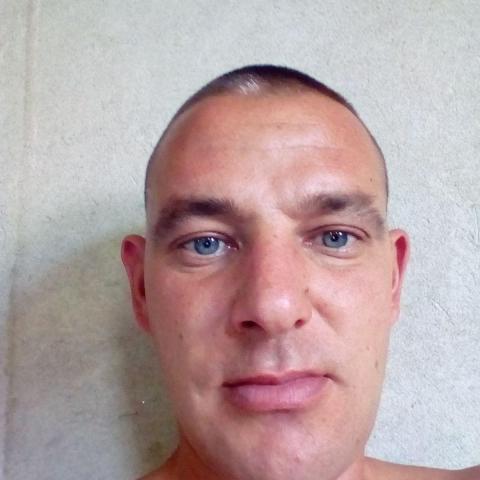 Robi, 37 éves társkereső férfi - Horgos