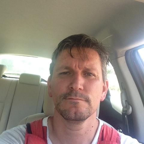 tibor, 42 éves társkereső férfi -