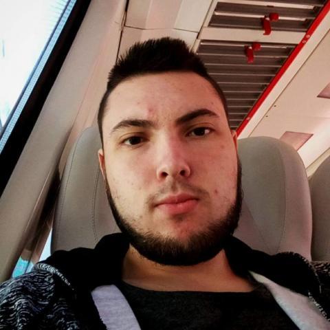Viktor, 24 éves társkereső férfi - Muzsla