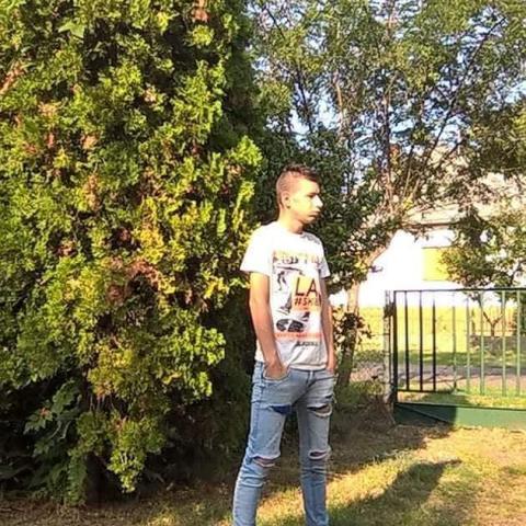 Beni, 18 éves társkereső férfi - Pusztahencse