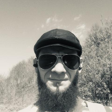 Tibor, 32 éves társkereső férfi - Komló