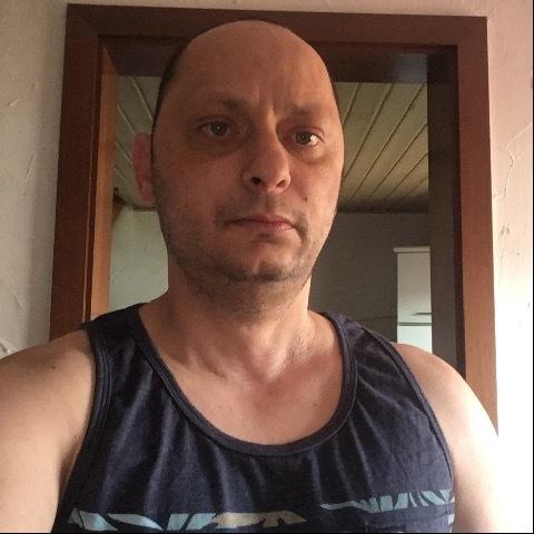 István, 43 éves társkereső férfi -