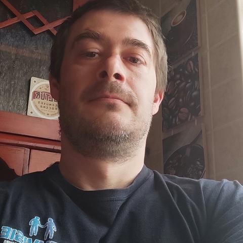 Ádám, 43 éves társkereső férfi - Kulcs