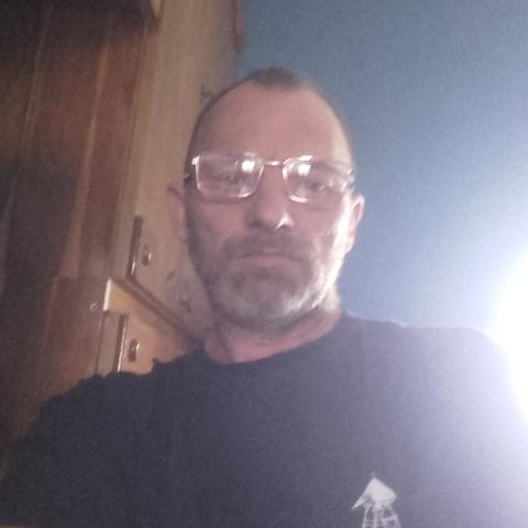 józsi, 48 éves társkereső férfi -