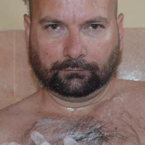 Róbert, 37 éves társkereső férfi - Esztergom