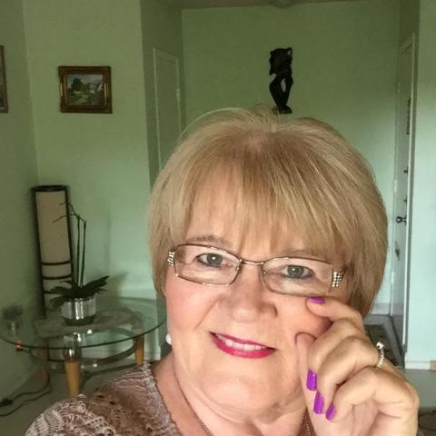 Éva, 70 éves társkereső nő -