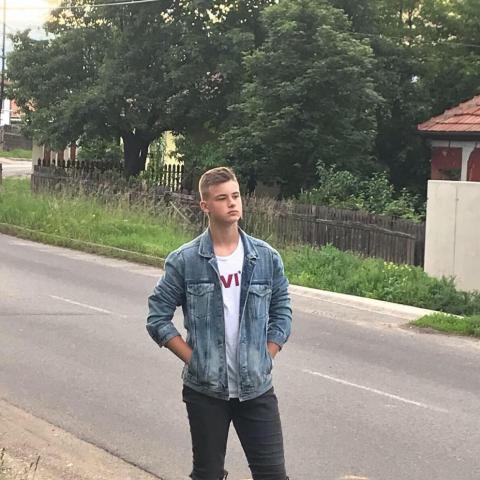Ádám, 20 éves társkereső férfi - Marosvasarhely