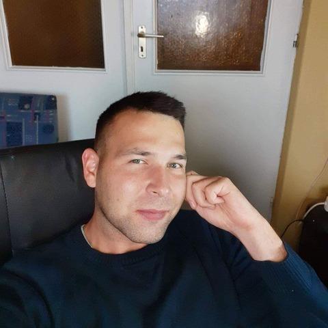 Béla, 30 éves társkereső férfi - Ajak
