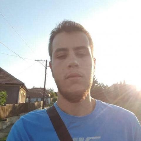 Bence, 21 éves társkereső férfi - Emőd