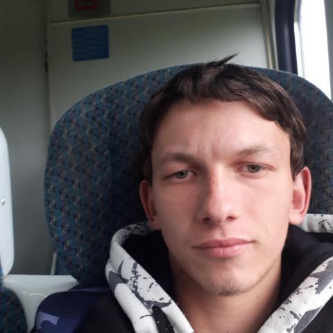 Bence, 25 éves társkereső férfi - Fábiánsebestyén