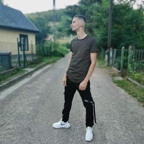 patrik, 19 éves társkereső férfi - Salgótarján