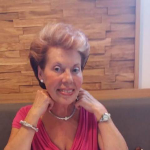 Valéria, 68 éves társkereső nő - Győr