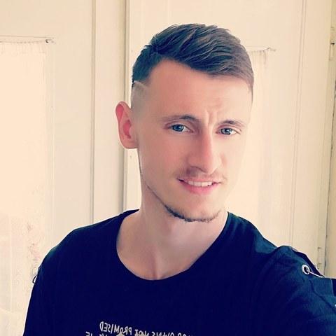 István , 21 éves társkereső férfi -