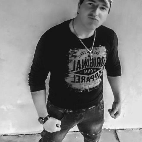 Adorjan, 25 éves társkereső férfi - Becse