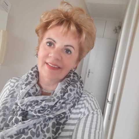 Helen, 63 éves társkereső nő - Szeged