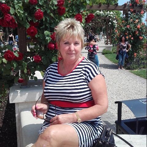 Olgi, 65 éves társkereső nő - Szigetbecse