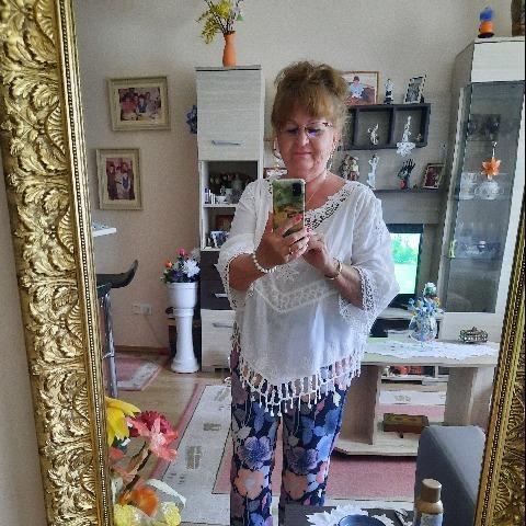 Kara, 70 éves társkereső nő - Nyíregyháza