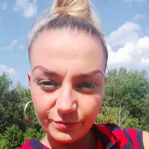 Csilla , 35 éves társkereső nő - Debrecen