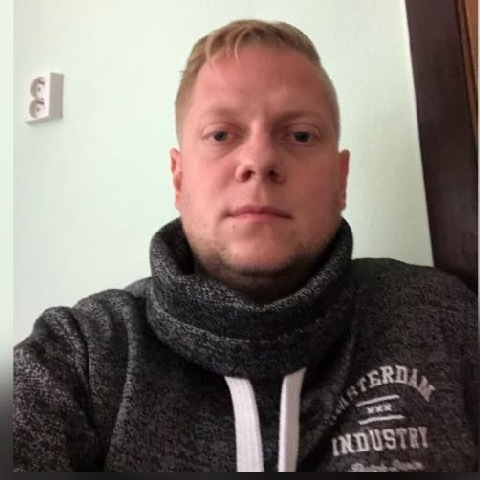 Tibor, 31 éves társkereső férfi -