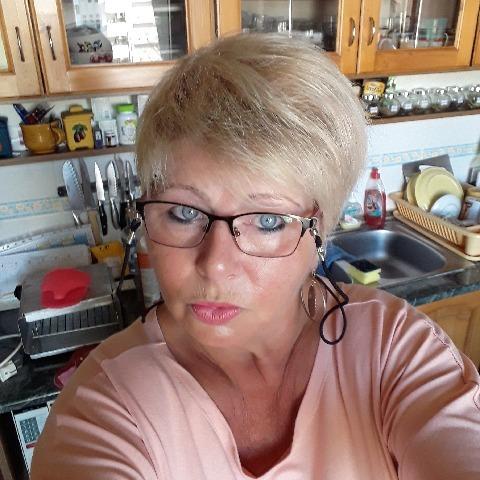 Zsuzsi, 61 éves társkereső nő - Paks