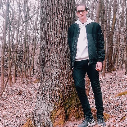 Bence, 21 éves társkereső férfi - Miskolc